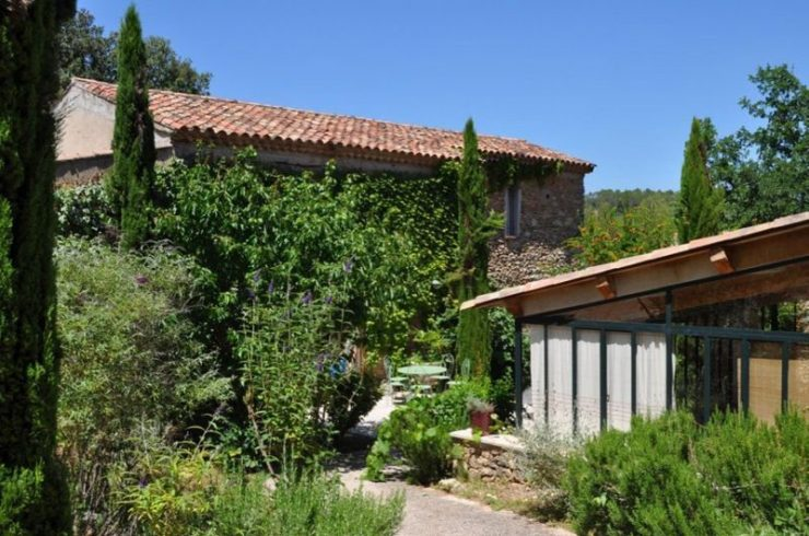 Property with charm, 2 hectares 8, 3 buildings, pool