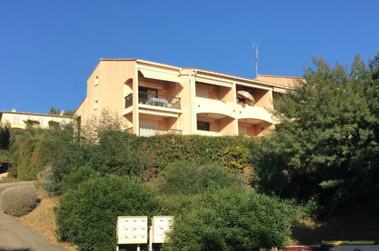 Bel appartement 2 pièces avec vue mer – RAYOL CANADEL