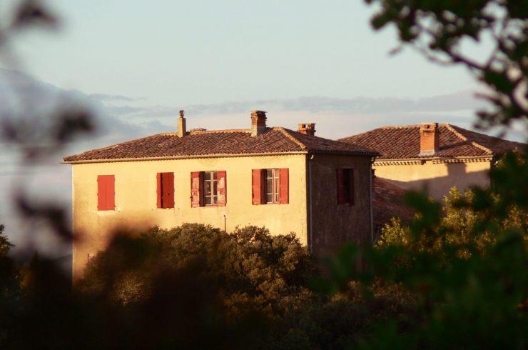 Mansion in the heart of a Provençal hamlet